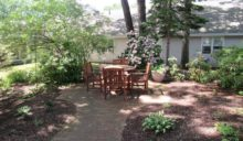 lodge-assisted-living-court-yard